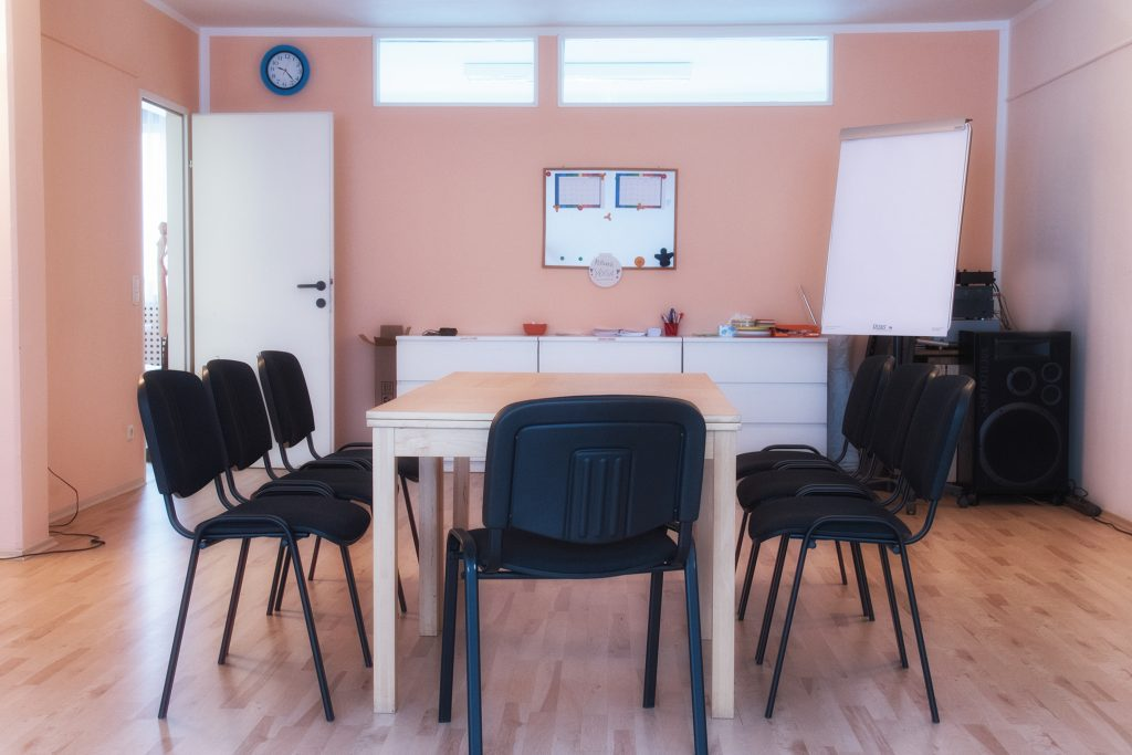 Seminarraum mit Sessel