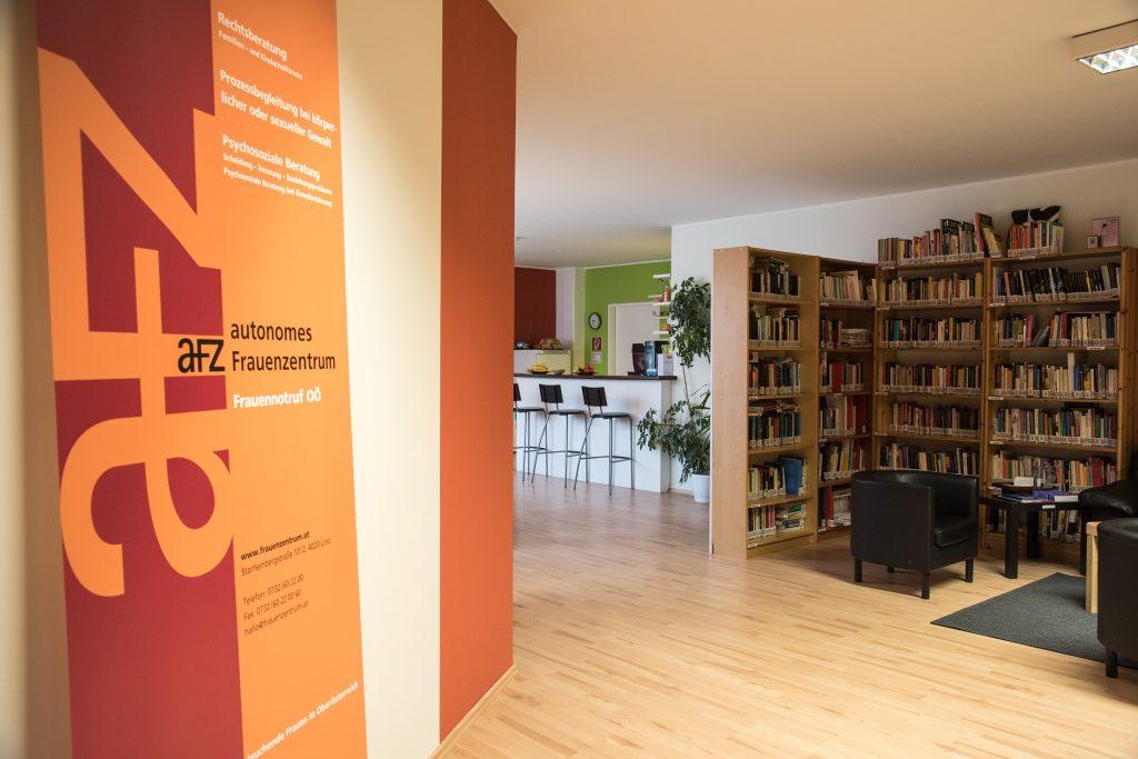 Eingangsbereich, Bibliothek