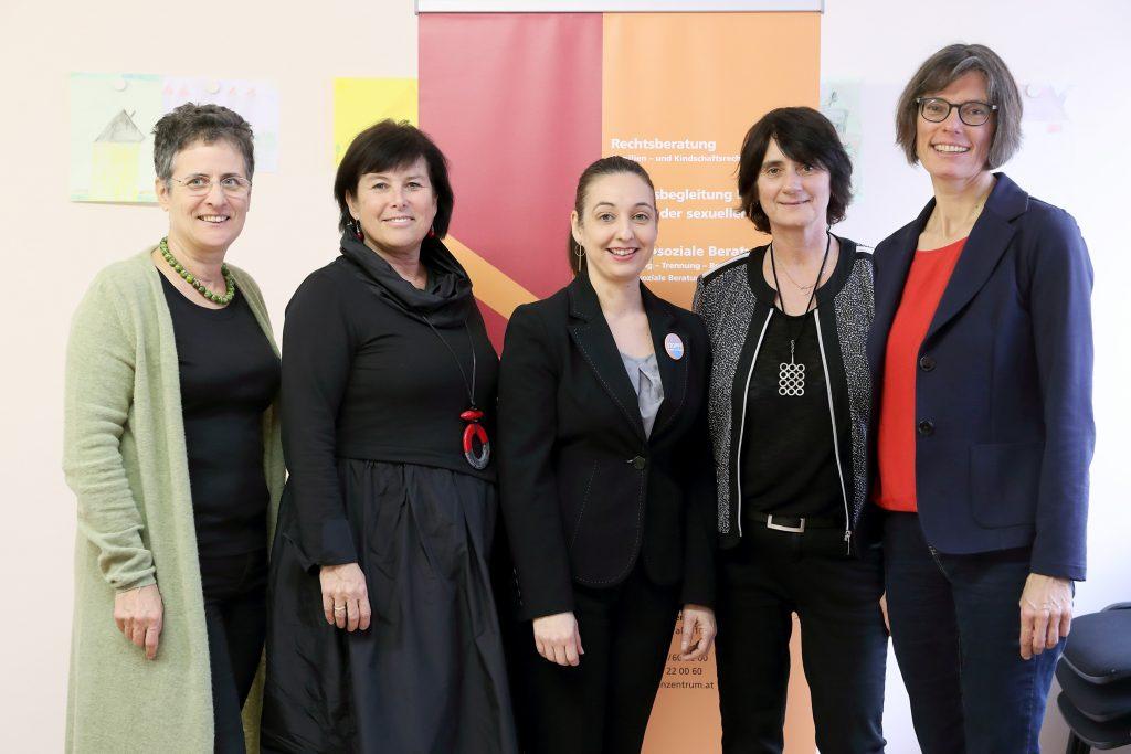 Foto Pressekonferenz im autonomen Frauenzentrum
